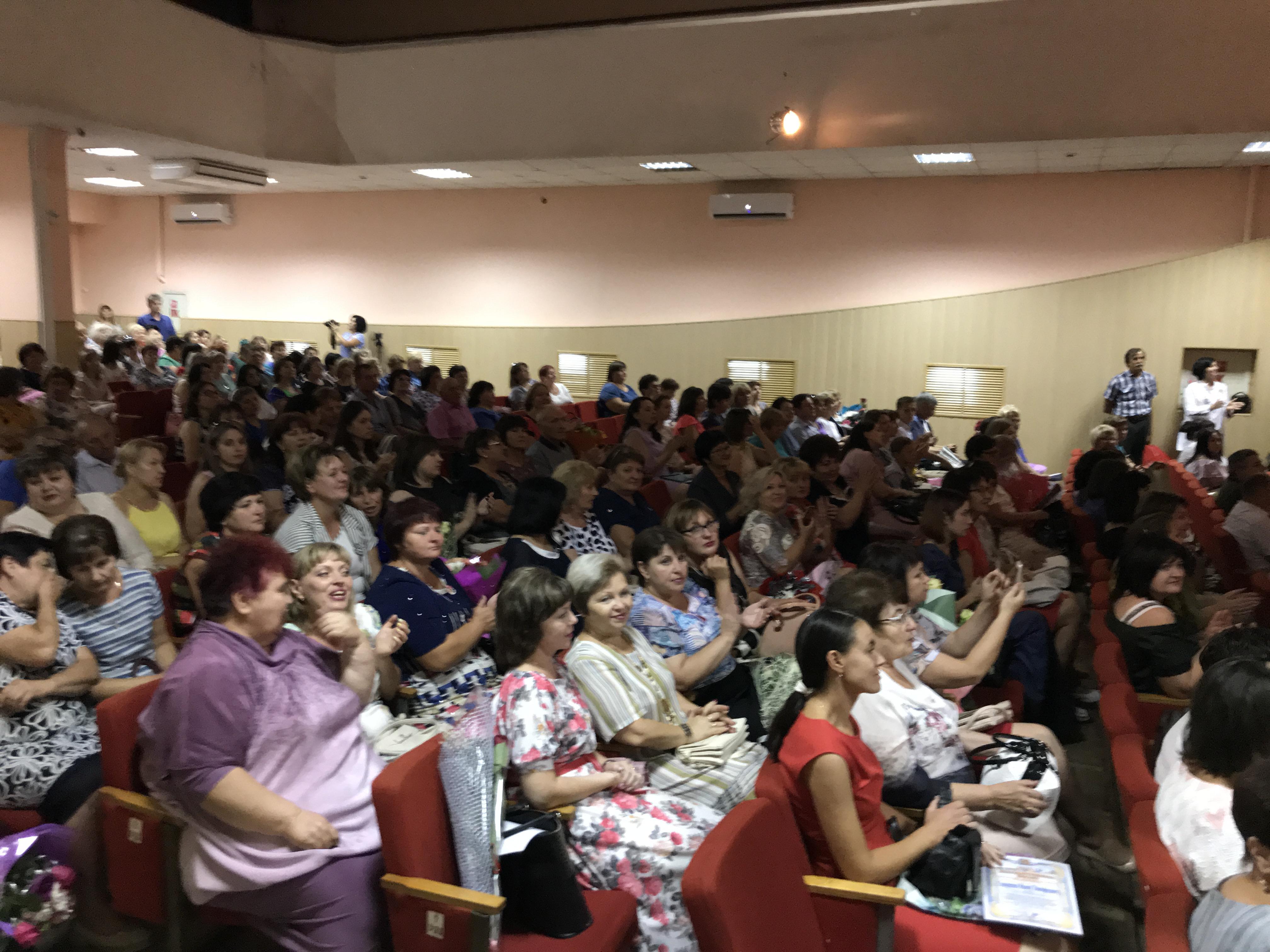 325 педагогов из 72 образовательных учреждений района собрала Педагогическая конференция.