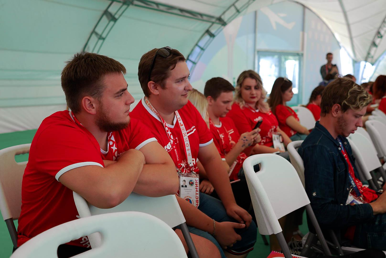 Наши на молодежном  форуме «Ростов».