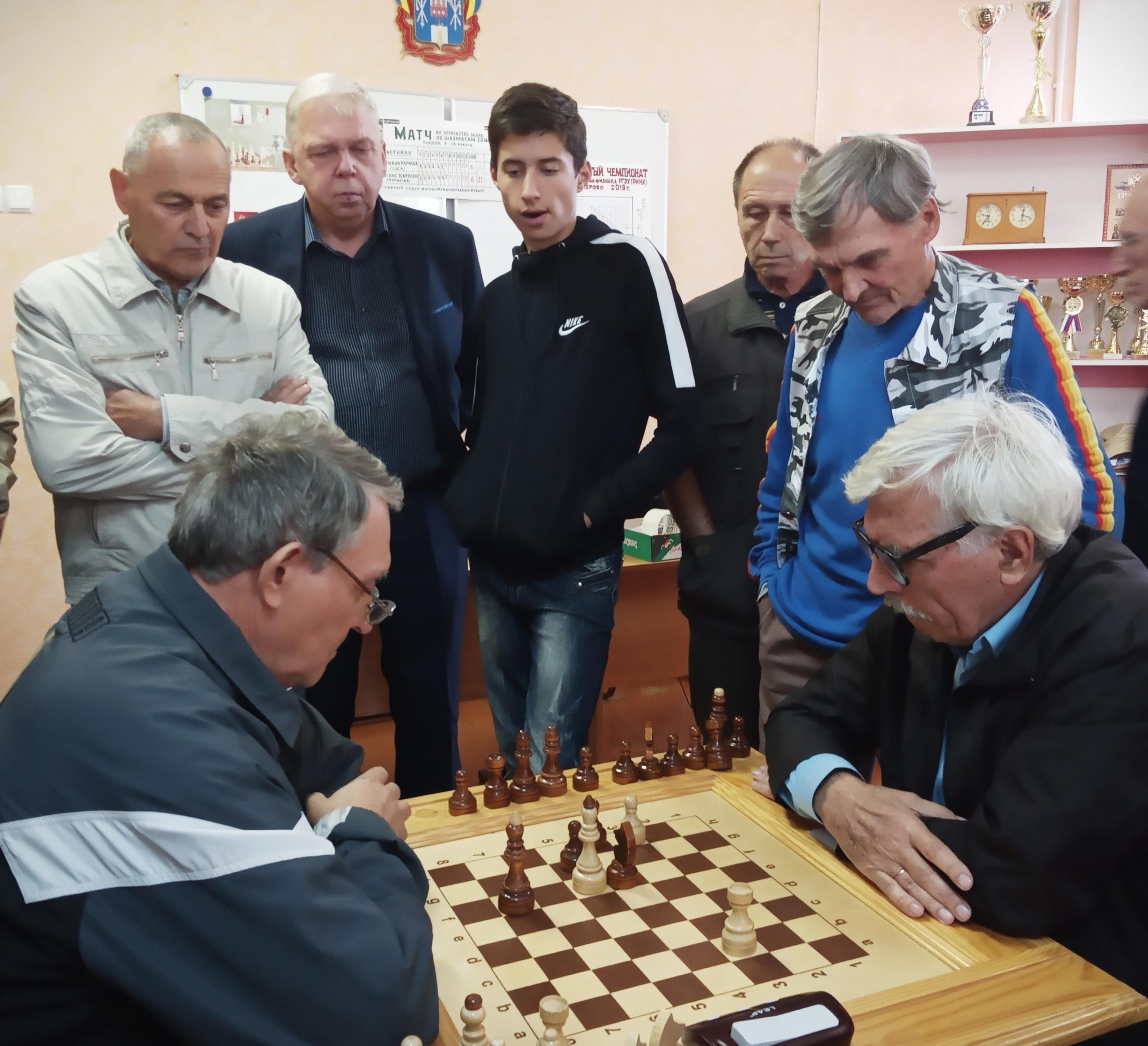 7 лет шахматному клубу